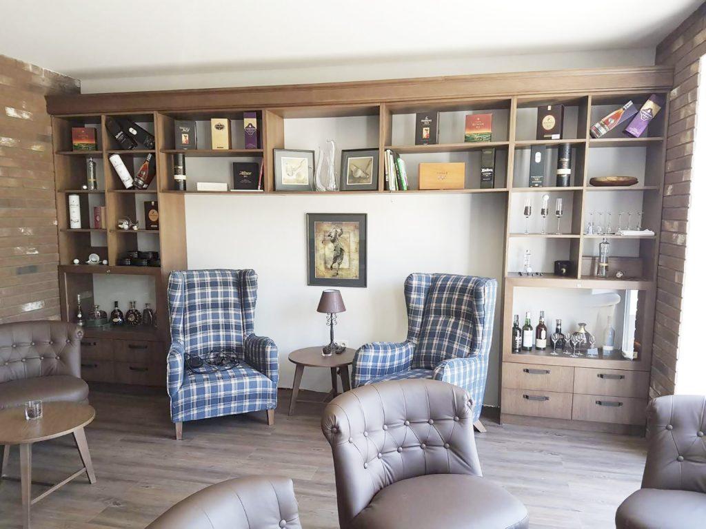 Obyvacka, nábytok na mieru do obývačky, realizacia interier, Ateliér Suchánek Bratislava Dúbravka showroom, motáž a servis Slovensko, tv skrinka, tv stolik