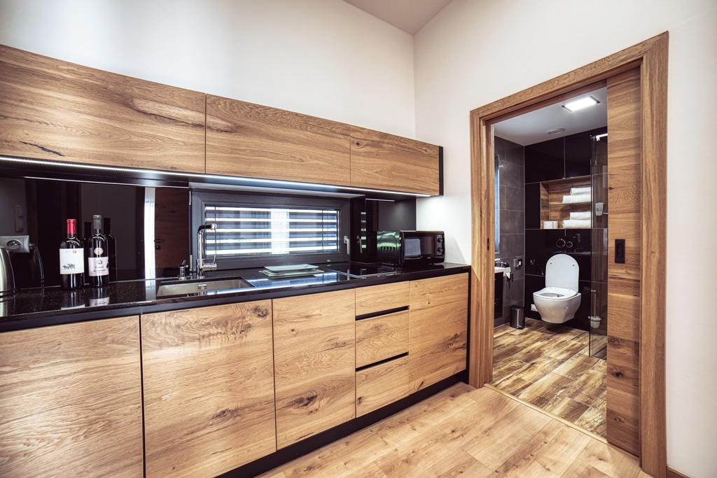 Kuchyna dvere posuvne stavebne puzdro, realizacie kuchyne na mieru nabytok atelier Suchanek dubravka bratislava