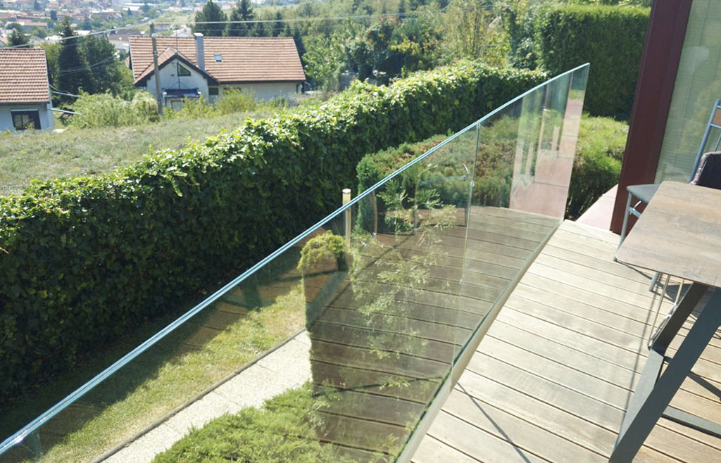 Sklo, sklenené zábradlie na mieru, Ateliér Suchánek Bratislava Dúbravka showroom, motáž a servis