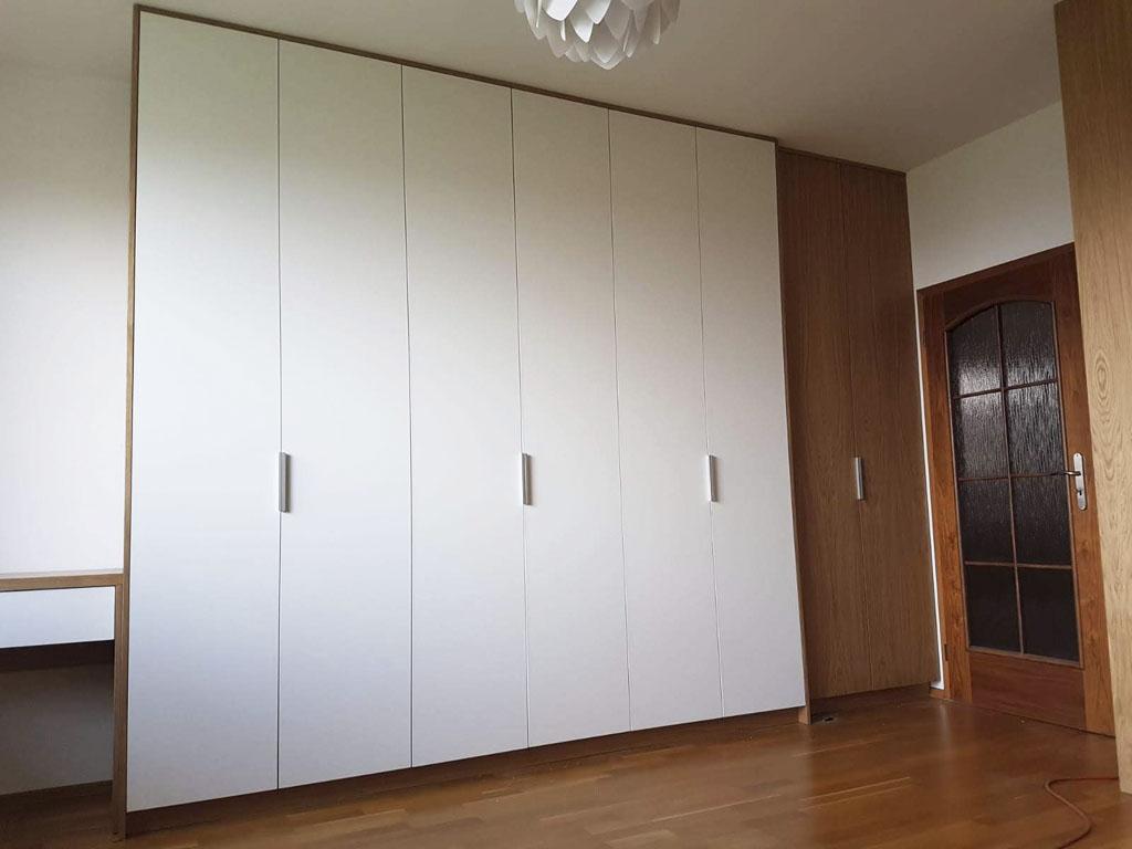 Nábytok, skrina na mieru, vstavana skriňa, realizacia a montaz, Ateliér Suchánek Bratislava Dúbravka showroom, motáž a servis, rolldoor