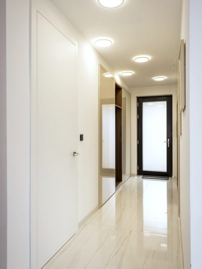 Striekane dvere Assoprogress, Atelier Suchanek Bratislava Dubravka showroom, motáž a servis, dvere na mieru